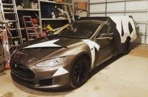 Американец превратил Tesla Model S в ужасный кемпер